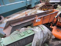 Small vibrating dose conveyor ± 2300 mm x 200 mm