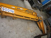Column-mounted slewing crane with 2 arms; 500 kg
